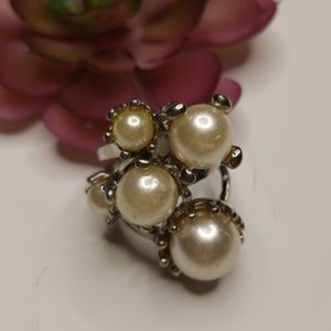 Ring with pearls